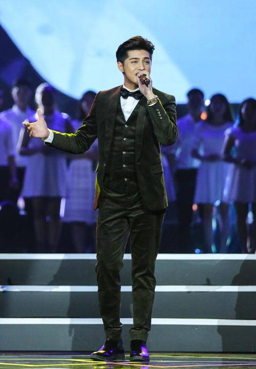 Hà Hồ quá gợi cảm khiến trai trẻ căng thẳng trên sân khấu - 13