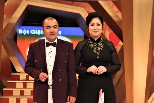 Hồng Vân – Quốc Thuận xúc động với cặp vợ chồng đã trải qua thập tử nhất sinh - 1