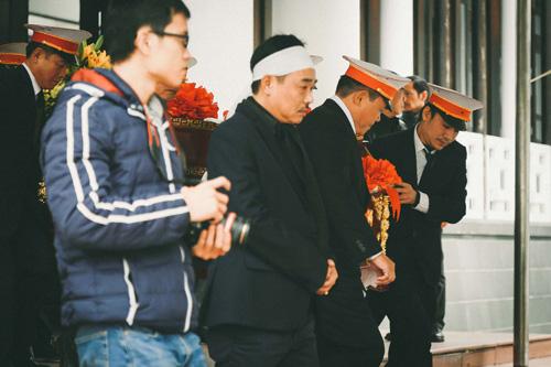 NSƯT Quốc Khánh tiều tụy, phờ phạc trong đám tang mẹ - 2