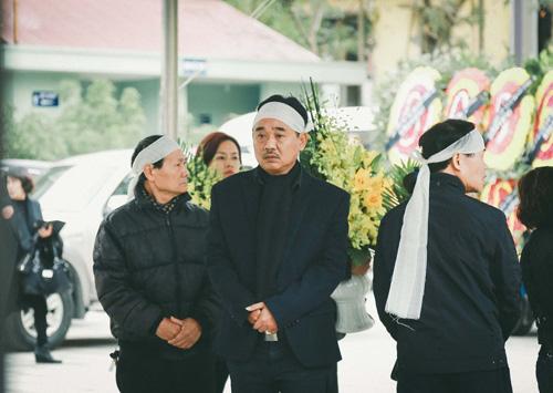 NSƯT Quốc Khánh tiều tụy, phờ phạc trong đám tang mẹ - 1