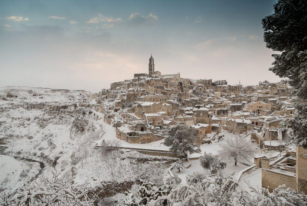 Ảnh: Tuyết buốt giá kì vĩ phủ trắng châu Âu - 8