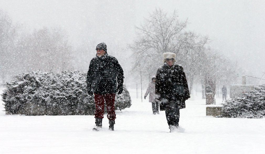 Ảnh: Tuyết buốt giá kì vĩ phủ trắng châu Âu - 12
