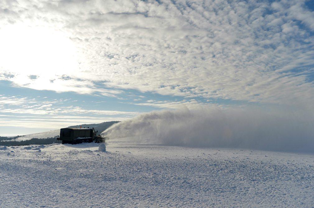 Ảnh: Tuyết buốt giá kì vĩ phủ trắng châu Âu - 13
