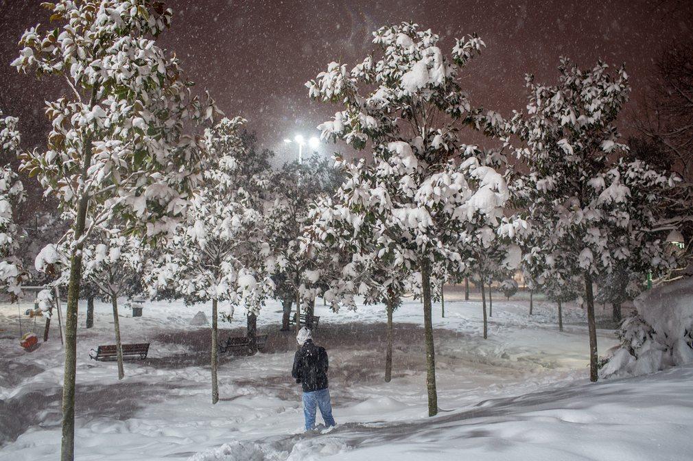Ảnh: Tuyết buốt giá kì vĩ phủ trắng châu Âu - 11