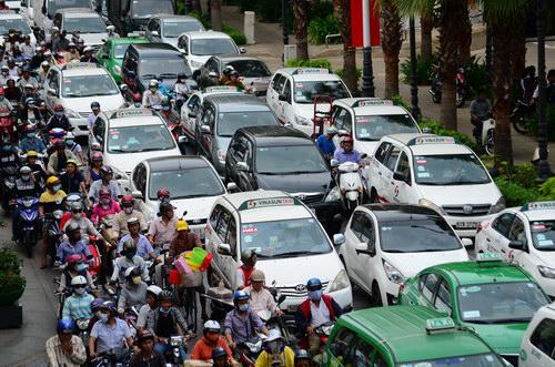 Năm 2016, Việt Nam tiêu thụ hơn 304.000 xe ô tô - 1