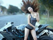 Thế giới xe - Ngẩn ngơ trước người đẹp trắng nõn bên siêu mô tô Kawasaki