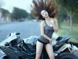 Ngẩn ngơ trước người đẹp trắng nõn bên siêu mô tô Kawasaki