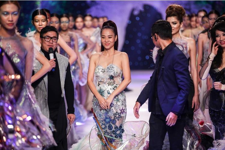 Thu Minh mặc đầm quây ngực sexy lấn át dàn mẫu Việt - 3