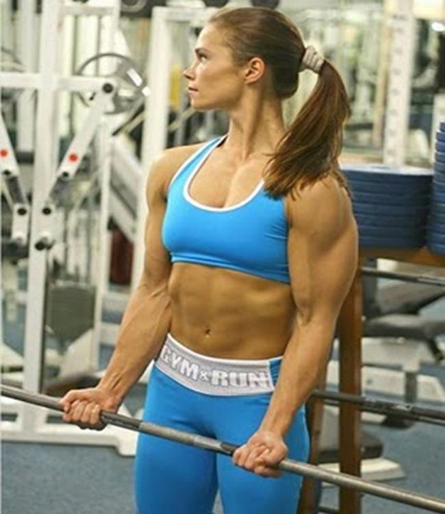 """Tập luyện chăm chỉ để có  """" cơ bắp """" ."""