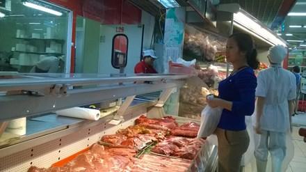 Vì sao giá lợn hơi giảm, giá thịt bán vẫn cao? - 1