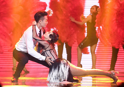 Thót tim với cú ngã từ độ cao 2m của Yến Trang tại The Remix - 1