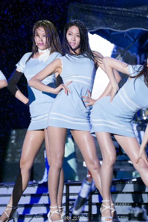"""Những cú ngã """"sấp mặt"""" khi diễn dưới mưa của mỹ nhân Hàn - 20"""