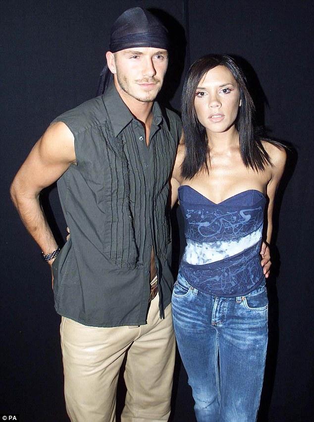"""Bà Beckham ân hận vì bon chen """"trùng tu"""" ngực - 1"""
