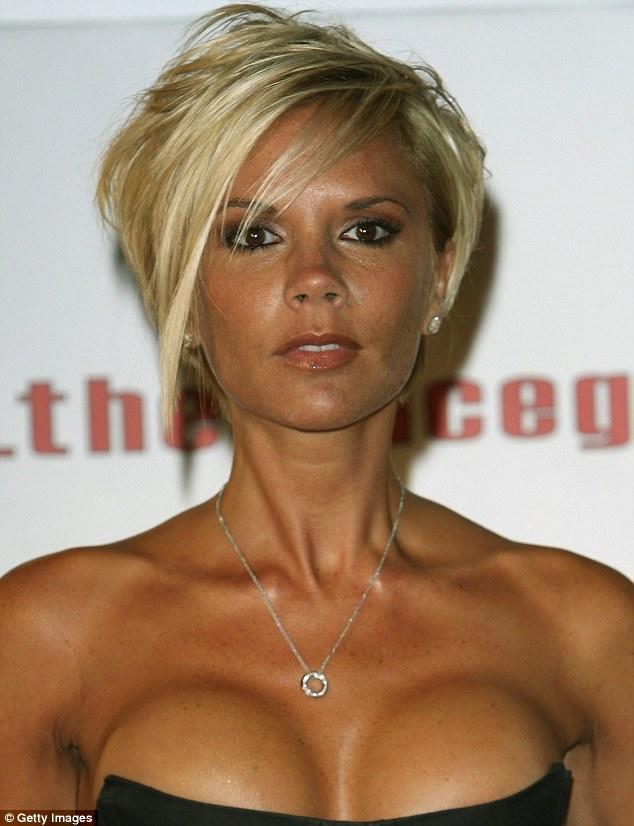 """Bà Beckham ân hận vì bon chen """"trùng tu"""" ngực - 4"""
