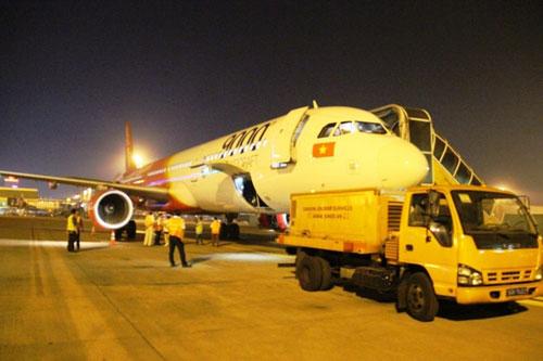 Tân Sơn Nhất giảm tải bằng chuyến bay đêm - 2