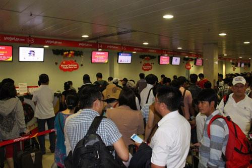 Tân Sơn Nhất giảm tải bằng chuyến bay đêm - 1