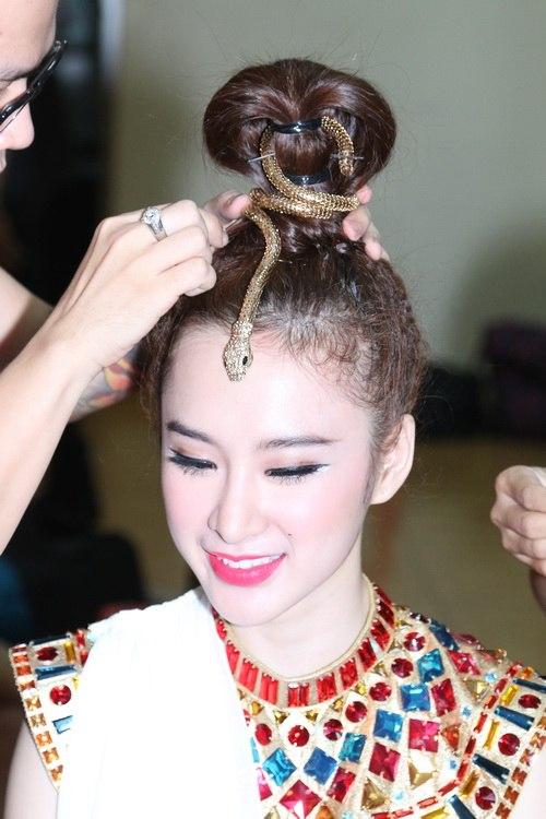 """Những kiểu tóc """"có một không hai"""" của Angela Phương Trinh - 9"""