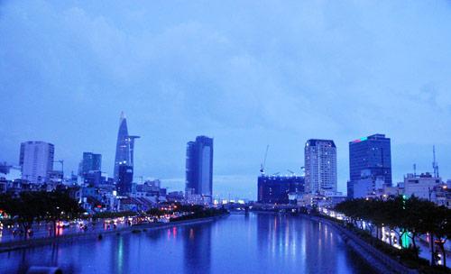 Mưa trái mùa đổ xuống Sài Gòn trong chiều cuối tuần - 8