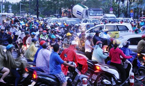 Mưa trái mùa đổ xuống Sài Gòn trong chiều cuối tuần - 7