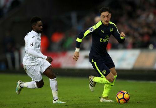 """Swansea - Arsenal: """"Mưa"""" bàn thắng trừng phạt tội đồ - 1"""
