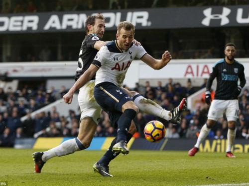 Tottenham - West Brom: Hat-trick và phản lưới nhà - 1