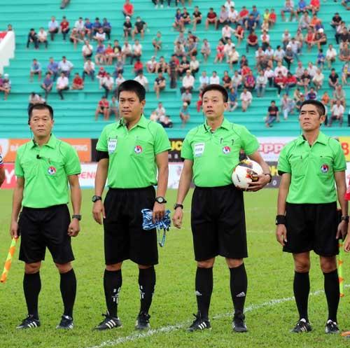 Trọng tài Việt phá luật FIFA! - 1