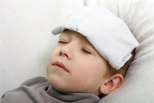 Sốt co giật ở trẻ có ảnh hưởng đến não? - 1