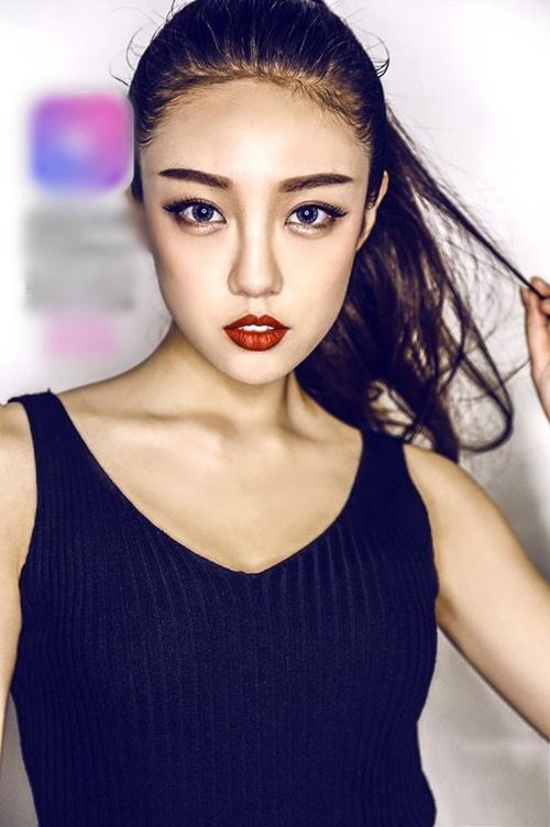 Chân dài giống Hoa hậu Trương Tử Lâm khiến dân mạng sôi sục - 2