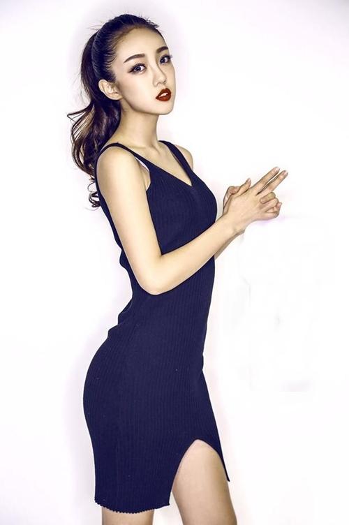 Chân dài giống Hoa hậu Trương Tử Lâm khiến dân mạng sôi sục - 4