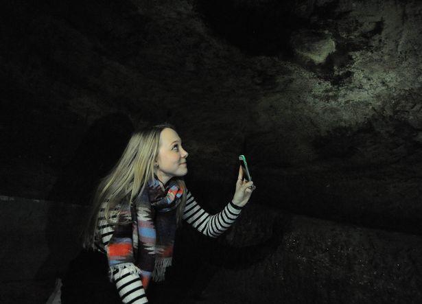 Nữ sinh Anh phát hiện hang động 200 tuổi dưới nhà thuê - 2