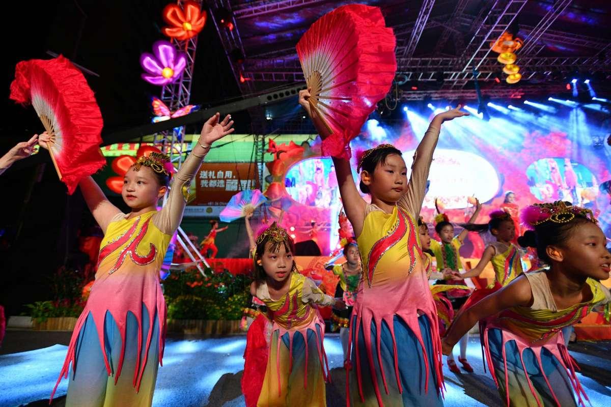 Khu phố Hoa ở Singapore trang trí rực rỡ đón Tết con gà - 5