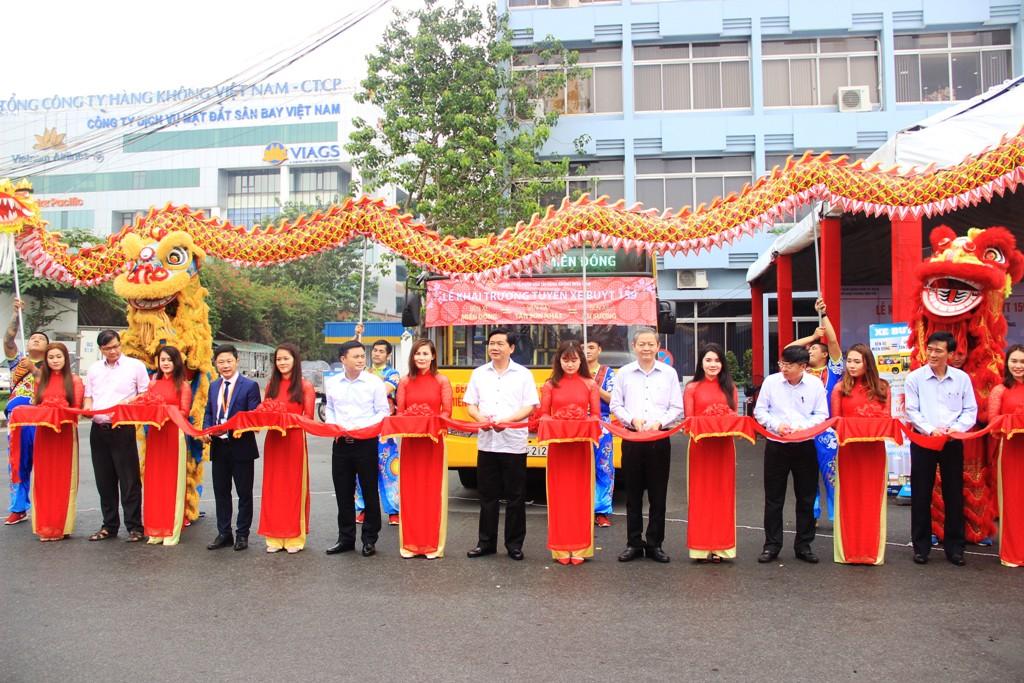 Mở tuyến buýt 5 sao từ 2 bến xe lớn đến Tân Sơn Nhất - 1