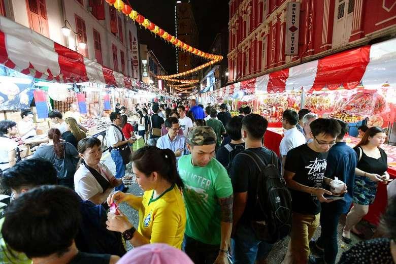 """Người Singapore """"thắt lưng buộc bụng"""" dịp Tết năm nay - 2"""