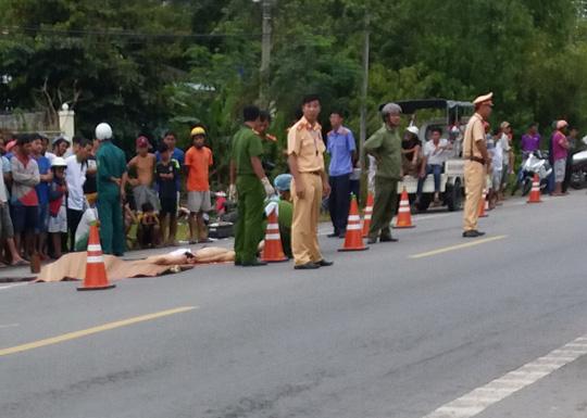 2 người chết thảm dưới bánh xe khách - 2