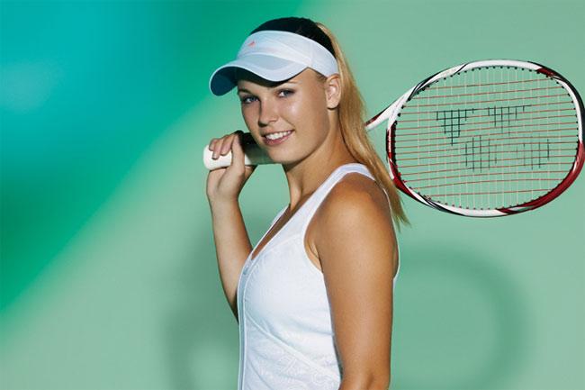 Tay vợt Caroline Wozniacki sinh năm 1990.