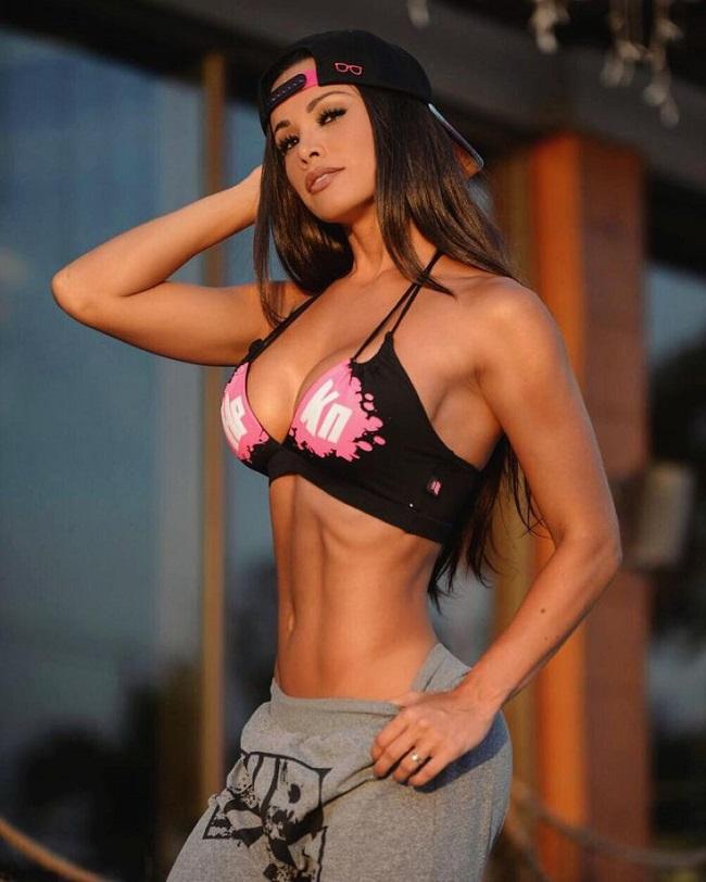 Fernanda D Avila sinh năm 1987, là người mẫu thể hình thuộc vào hàng hút triệu fan ở & nbsp;Brazil.