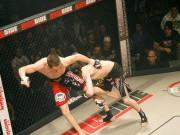 """Thể thao - MMA: 1 đá, 1 đấm """"ma cũ"""" tiễn """"ma mới"""" nằm sàn"""