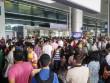 Một người đi, 10 người tiễn thì sân bay nào chịu nổi!