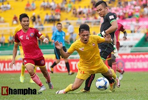 Cầu thủ Việt Nam chỉ biết phá bóng - 1