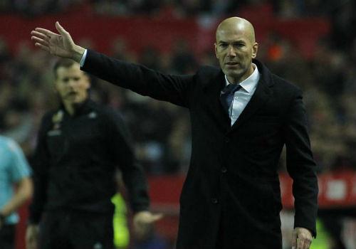 Real đứt mạch 40 trận bất bại, Zidane bảo vệ học trò - 1