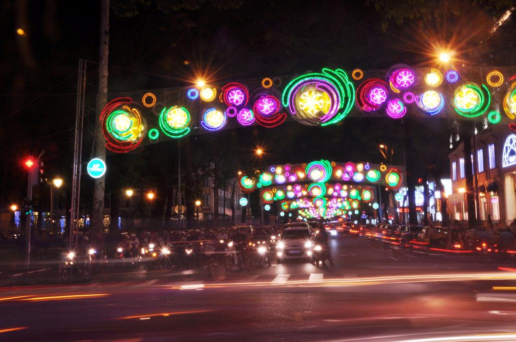 Cháy đèn trang trí Tết ở trung tâm Sài Gòn - 3