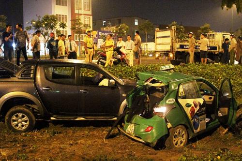 TP.HCM: Hai ô tô văng khỏi đại lộ sau va chạm - 1