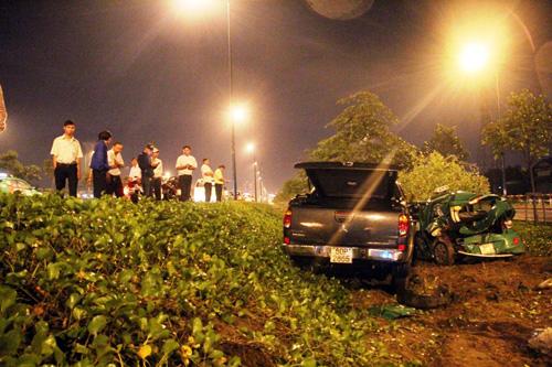 TP.HCM: Hai ô tô văng khỏi đại lộ sau va chạm - 2