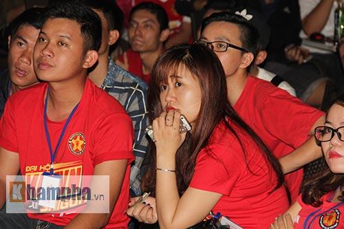 Fan MU hét khản giọng vì bàn thắng quý như vàng - 4