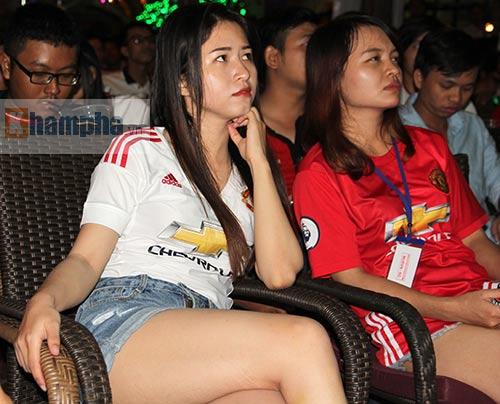 Fan MU hét khản giọng vì bàn thắng quý như vàng - 6
