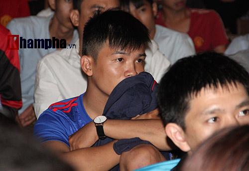 Fan MU hét khản giọng vì bàn thắng quý như vàng - 7