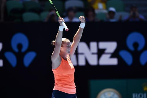 Australian Open ngày 1: Wawrinka khổ chiến 5 set - 8