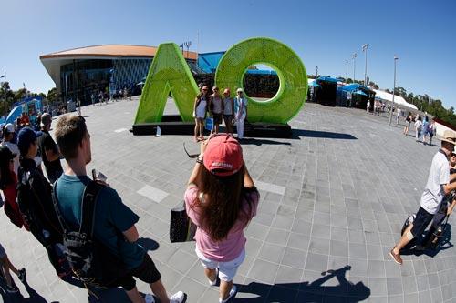 Australian Open 2017: Nóng hừng hực ngày khai màn - 4