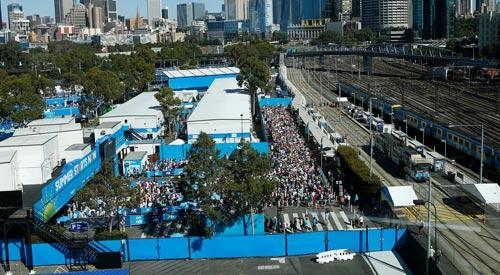 Australian Open 2017: Nóng hừng hực ngày khai màn - 5