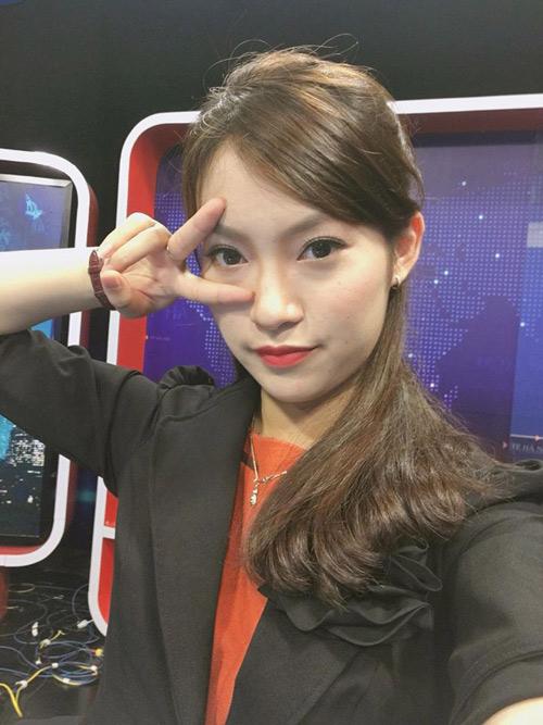 Bất ngờ nữ sinh 18 tuổi dẫn bản tin thời sự quốc tế VTC - 1
